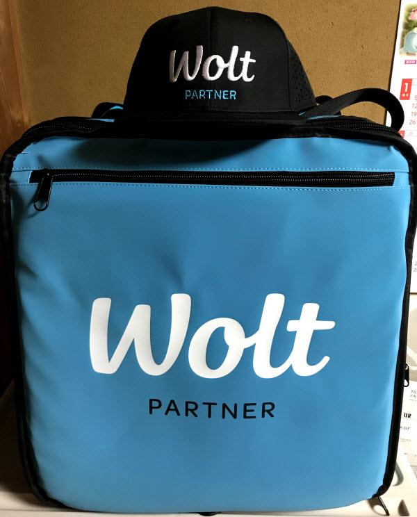 公式グッズ Wolt ウォルト 配達パートナー 配達員 配達エリア 対応地域 範囲外 拡大予定 注文方法 頼み方 支払い方法 プロモコード キャップ 帽子 カバン